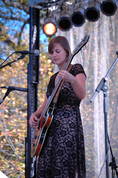 Jill Andrews of the everybodyfields at Americana Folk Fest.